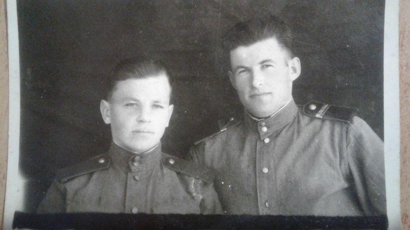 Можаров Павел Трофимович (слева)