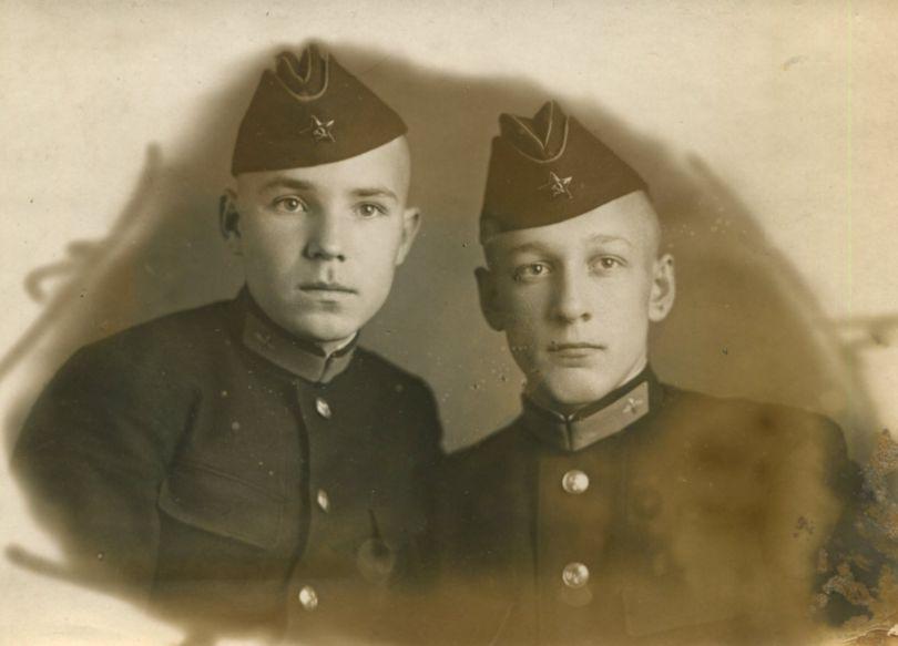 Беспалов Евгений Михайлович (слева)