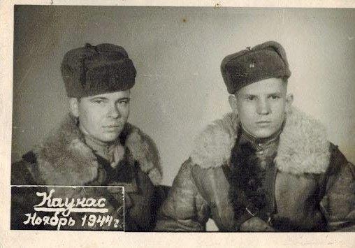 Мартынюк Владимир Павлович (слева)