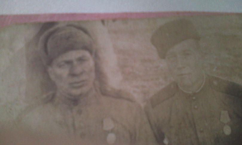Максимов Михаил Леонтьевич (слева)