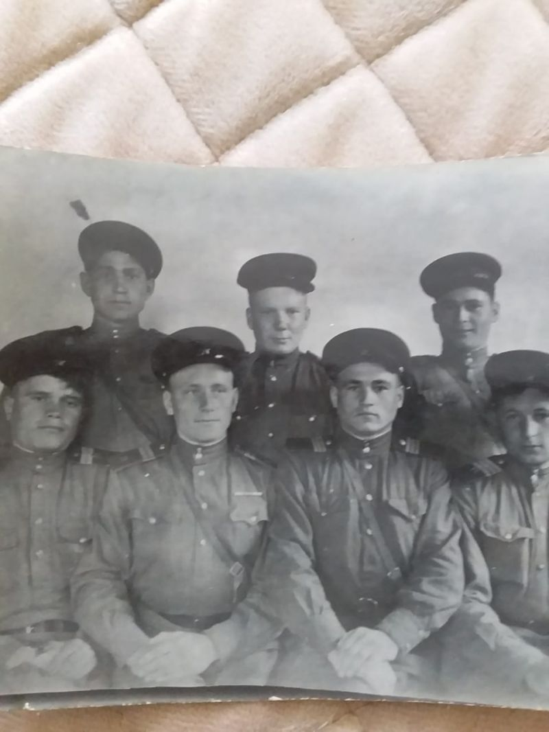 Жариков Павел Константинович с сослуживцами