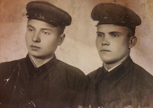 Федечкин Андрей Павлович  (справа)