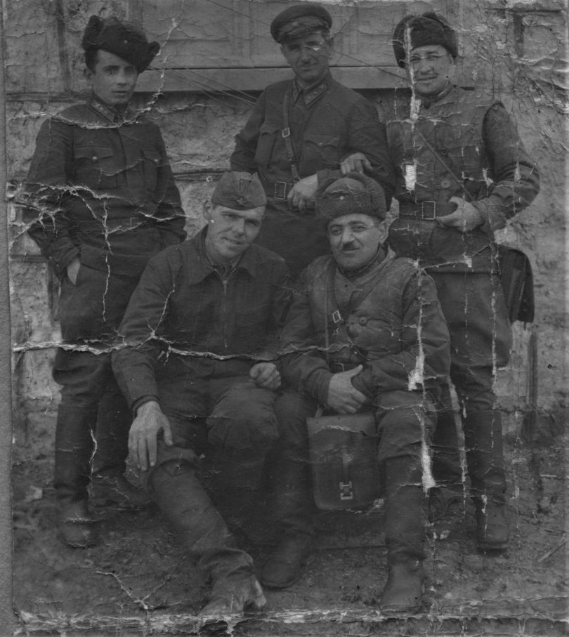 Горкуненко П. Е и офицеры 386 сд па
