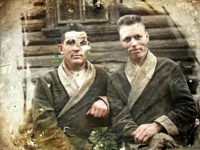 Чуркин И.П. (слева) и НЕИЗВЕСТНЫЙ солдат (справа)