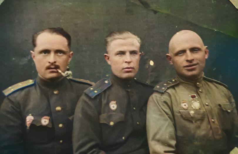 Демидов Михаил Иванович(справа), Юрий К.(в центре)